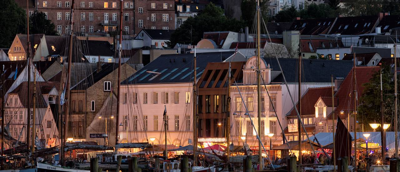Hotel Hafen Flensburg, photograph at night during Rum regatta 2017